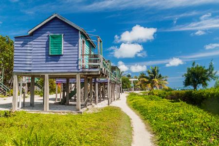 Caye Caulker 섬, 벨리즈에서 죽마에 목조 주택