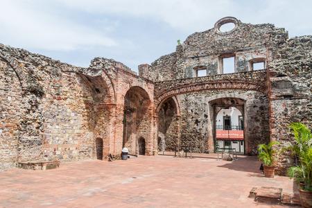 Ruins of Santo Domingo church in Casco Viejo (Historic Center) of Panama City 스톡 콘텐츠