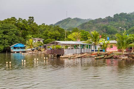 Coastal buildings in Portobelo village, Panama 版權商用圖片
