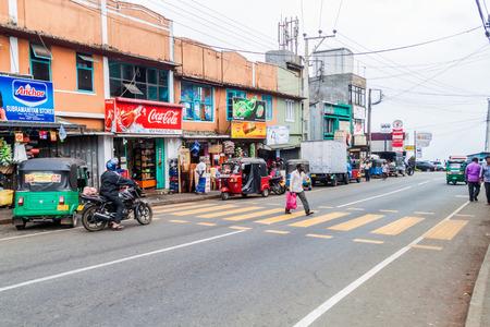HAPUTALE, SRI LANKA - JULY 15, 2016: View of a main road in Haputale. Banco de Imagens - 109866282