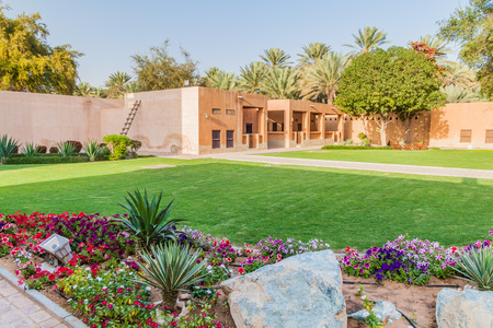 Garden of Al Ain Palace (Sheikh Zayed Palace) Museum in Al Ain, United Arab Emirates Banque d'images - 115418797
