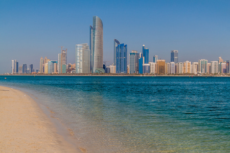 View of the skyline of Abu Dhabi from the Marina Breakwater beach, United Arab Emirates Reklamní fotografie
