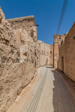 Narrow alley in Ibra Old Quarter, Oman 免版税图像