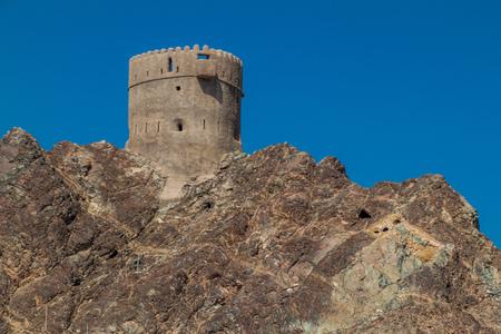 Watchtower in Muttrah neighborhood in Muscat, Oman 新聞圖片