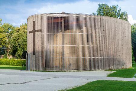 Kapelle der Versöhnung, die an der Stelle der alten Versöhnungskirche steht, die abgerissen wurde, da sie zu nahe an der Berliner Mauer stand. Deutschland.