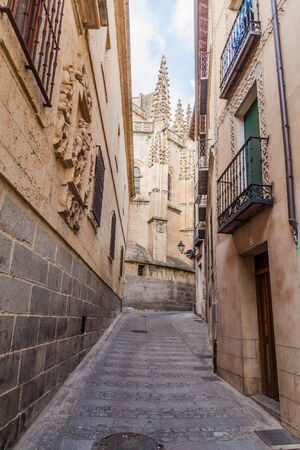 Narrow alley leading to the Cathedral of Segovia, Spain Reklamní fotografie