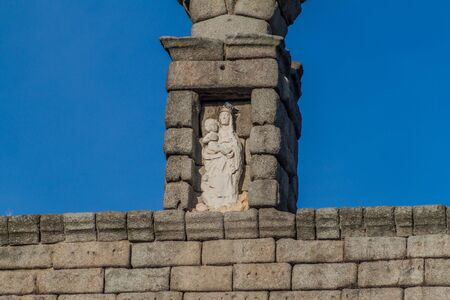 Statuette at of the Roman Aqueduct in Segovia, Spain Reklamní fotografie