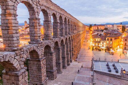 Evening view of Roman Aqueduct in Segovia, Spain Archivio Fotografico - 131952575