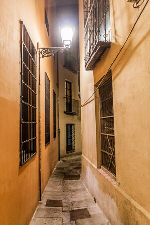 Narrow alley in the center of  Granada, Spain 版權商用圖片