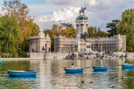 MADRID, SPAIN - OCTOBER 22, 2017: Alfonso XII monument in Retiro park in Madrid. 写真素材 - 131959642