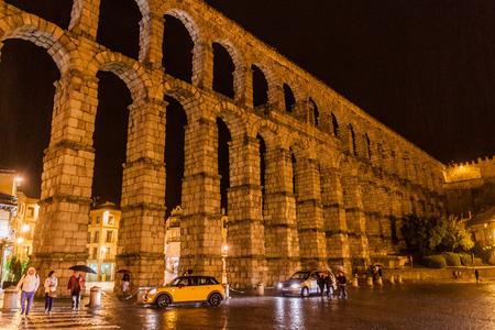 SEGOVIA, SPAIN - OCTOBER 19, 2017: Evening view of Roman Aqueduct in Segovia, Spain Archivio Fotografico - 131959990