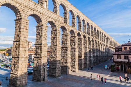 SEGOVIA, SPAIN - OCTOBER 20, 2017: View of the Roman Aqueduct in Segovia, Spain Archivio Fotografico - 131960000