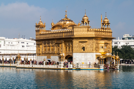 AMRITSAR, INDIEN - 26. JANUAR 2017: Goldener Tempel (Harmandir Sahib) in Amritsar, Bundesstaat Punjab, Indien