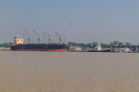 MONGLA, BANGLADESH - NOVEMBER 13, 2016: Bulk carrier Seiyo Explorer in Mongla Port, Bangladesh Redakční