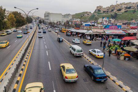 AMMAN, JORDAN - MARCH 22, 2017: View of a highway in Amman. Banque d'images