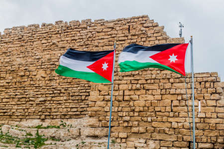 Flags of Jordan at the ruins of Karak castle, Jordan 免版税图像