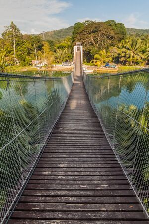 Camaya-an Hanging Bridge over Loboc river on Bohol island, Philippines Imagens