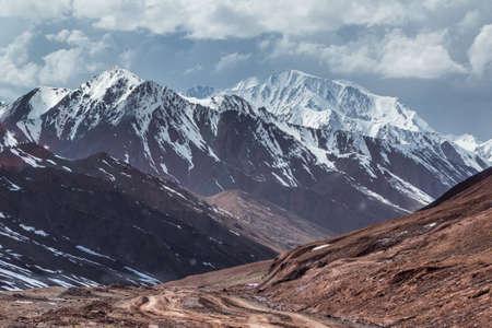 Landscape of Pamir highway near Tajikistan - Kyrgyzstan border Foto de archivo