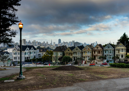 カリフォルニア州サンフランシスコでシティ ビュー ペインテッド ・ レディース連合合計