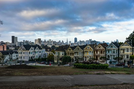 アメリカ合衆国カリフォルニア州サンフランシスコでシティ ビュー ペインテッド ・ レディース