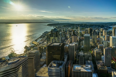 Sunset View from Sky View Observatory over Seattle with Space Ne 스톡 콘텐츠