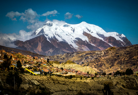 View over La Paz Bolivia with Illimani Mountain Banque d'images
