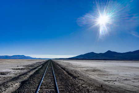 Train Tracks Altiplano Bolivien Wüste Salar de Uyuni Standard-Bild