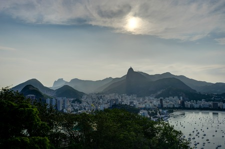 Rio de Janeiro View from Sugarloaf Mountain over the City during sunset Foto de archivo