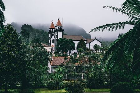 View towards Church of Furnas in Terra Nostra Garden Park on Sao Miguel island, Furnas, Azores. It is located in the midst of this magnificent water system. Imagens
