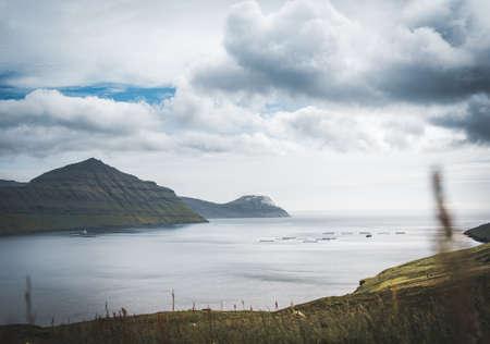 Outstanding panorama of Faroese Island cliffs and ocean mirror. Eysturoy, Faroe Islands, Denmark. Banco de Imagens