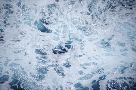 泡で青い海の水