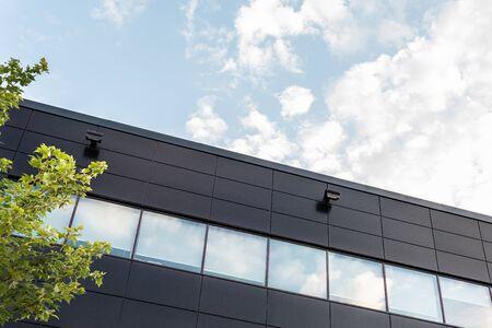 La façade extérieure d'une petite entreprise générique Banque d'images
