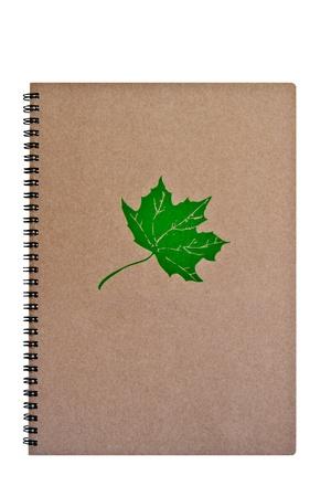 Браун ноутбук с зеленым листом, на белом фоне Фото со стока