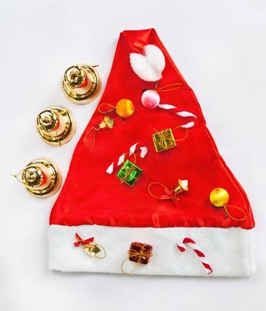 Украшена елка на шляпу Санта