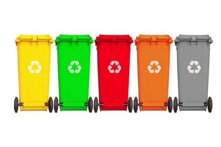 Achterzijde van de grote vijf vuilnisbakken met wiel-en recycle