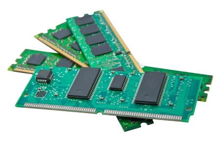 Компьютерные и карты памяти на белом фоне