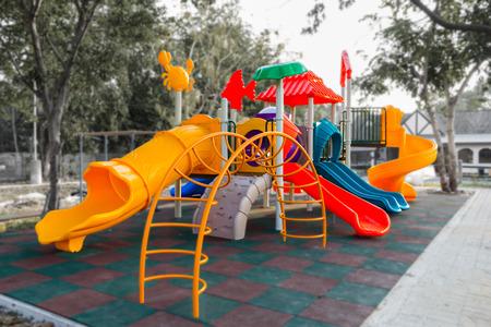jardin de infantes: De juegos de colores en el parque de Villa