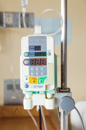 Automatic infusion pump of IV drop for patient Archivio Fotografico