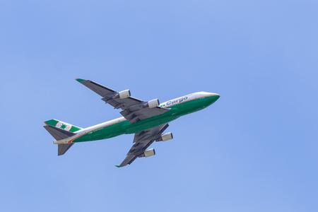 747 400: BANGKOK, Thailandia - 25 agosto: EVA Air 747 cargo jet decollare dall'aeroporto il 25 agosto 2015 a Bangkok, Thailandia