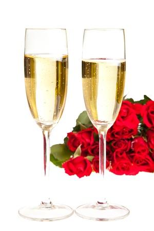La Saint Valentin roses et champagne vin isol� sur fond blanc Banque d'images - 8582275