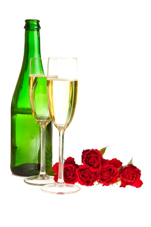 Valentinstag Rosen und Champagner Wein isolated on white
