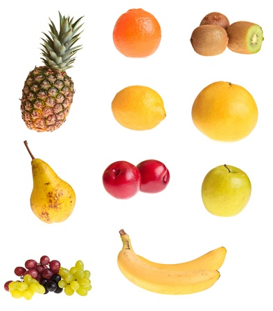platano maduro: Diferentes frutas sobre fondo blanco aislado