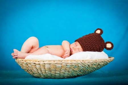enfant qui dort: Portrait d'une fille nouveau-né caucasien Banque d'images