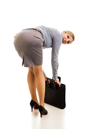 secretaria sexy: Feliz con la cartera de negocios aislados en blanco