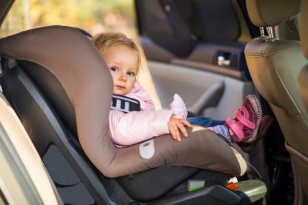 cinturon seguridad: Infant ni�a en silla de auto