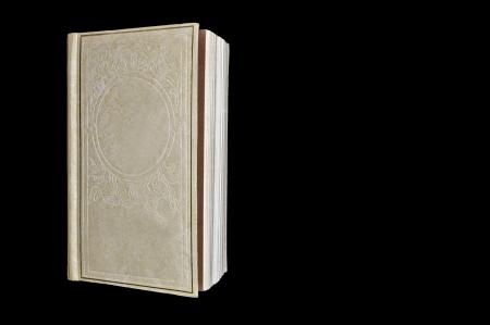 블랙에 고립 된 빈 책 표지