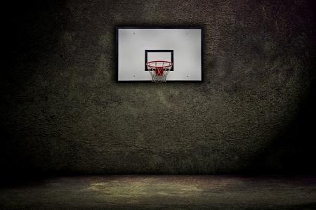 Basketbal hoepel op lege buitenbaan Stockfoto