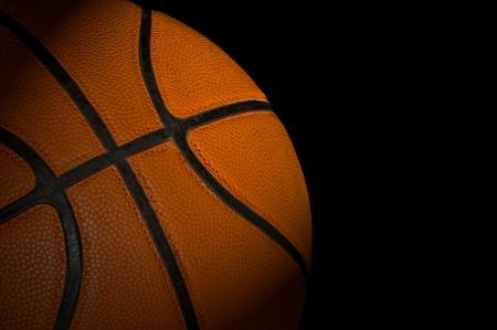 어두운 배경에 농구 공 스톡 사진