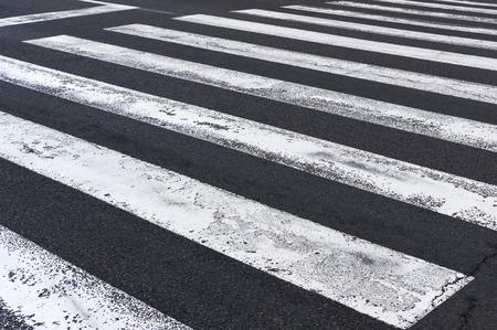 zebra: Paso de peatones en la carretera, camino a pie de tráfico de cebra Foto de archivo