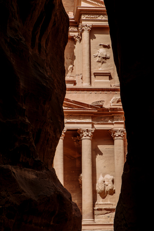 View from Siq on entrance of City of Petra, Jordan Imagens